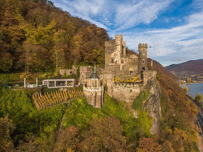 File:Burg Rheinstein Bild 1.jpg
