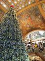 CABA - San Nicolás - Árbol navideño en Galerías Pacífico.jpg