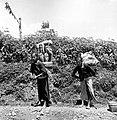 COLLECTIE TROPENMUSEUM Vrouwen met draagmanden op de weg Salatiga-Solo Midden Java TMnr 10013857.jpg