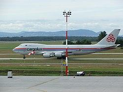 A Cargolux légitársaság Boeing 747–400ERF teherszállító gépe Ferihegyen