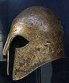 Casque offert par Hieron le tyran de Syracuse 08828.jpg