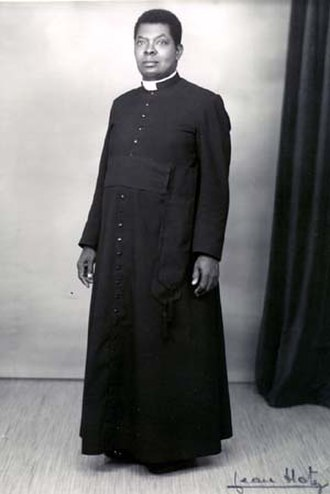 Formal wear - Image: Cassock priest french african