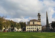 Piazza Garibaldi, con l'obelisco dedicato all'eroe dei due mondi (il secondo in Italia per ordine cronologico), dove si corre il Palio