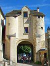 Befestigter Eingang zum ehemaligen Priorat in Cergy