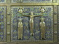 Châsse Calmin Mozac Christ en croix.JPG