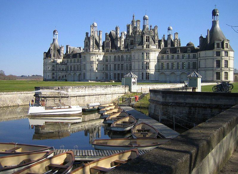 http://upload.wikimedia.org/wikipedia/commons/thumb/f/fb/Chambord-20050319.jpg/800px-Chambord-20050319.jpg