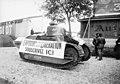 Char Renault FT servant de support à la collecte pour un emprunt de guerre en 1918.jpg