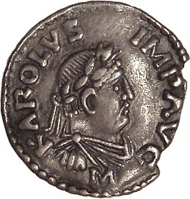"""Beeltenis van Karel de Grote op een denarius uit Mainz (812-814) met het opschrift KAROLVS IMP AVG (""""Karolus Imperator Augustus"""") (Cabinet des Médailles, Parijs)."""