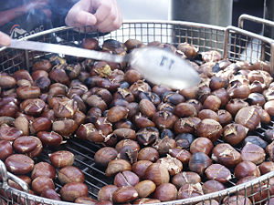 Roasted chestnut - Image: Chestnuts roasted