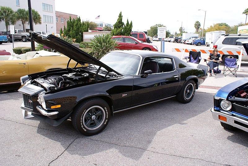 File:Chevrolet Camaro 1972 Z-28 RS LSideFront LakeMirrorClassic 17Oct09 (14598578714).jpg