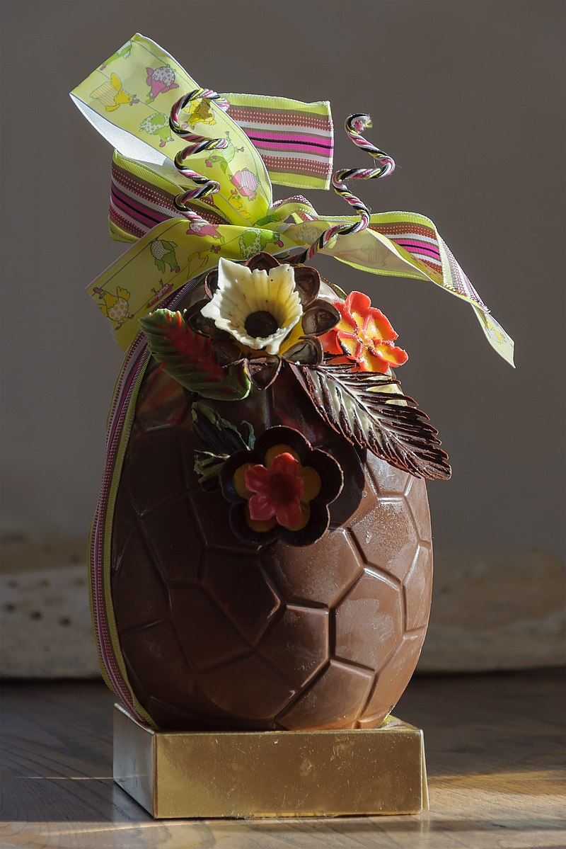800px-Chocolate_easter_egg