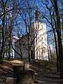 Chuchle, kostel sv. Jana Nepomuckého, od hřbitova.jpg