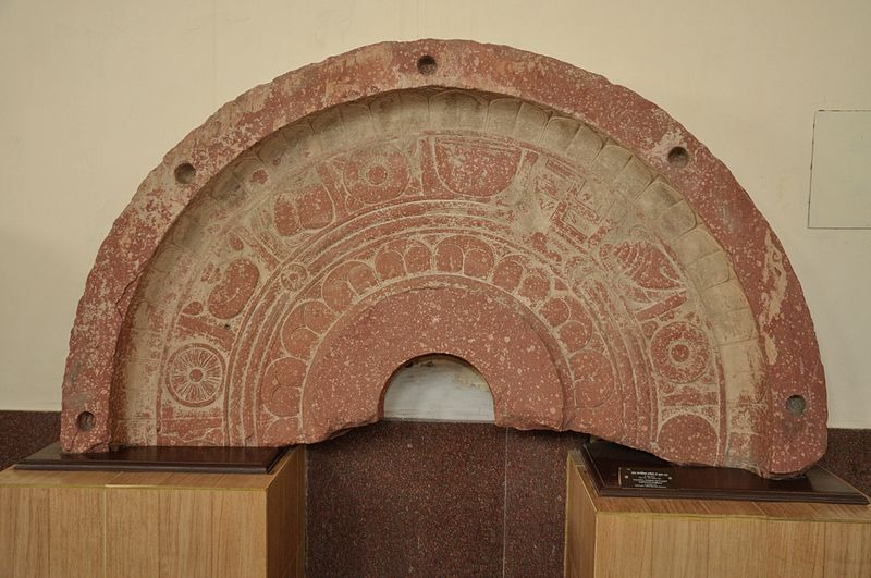 File:Colossal Parasol with Eight Auspicious Symbols - Circa 1st Century CE - Gita Enclave - ACCN 00-72-5 - Government Museum - Mathura 2013-02-23 5570.JPG