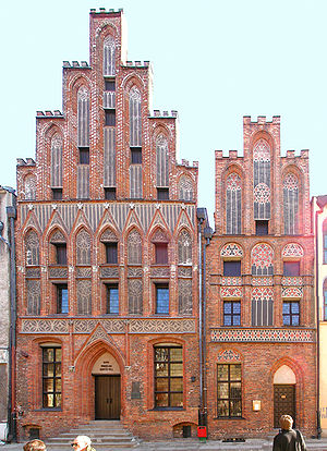 Nicolaus Copernicus - Toruń birthplace (ul. Kopernika 15, left). Together with the house at no. 17 (right), it forms the Muzeum Mikołaja Kopernika.