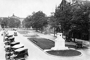 Brockville - Court House Avenue and Soldier's Monument, 1920s
