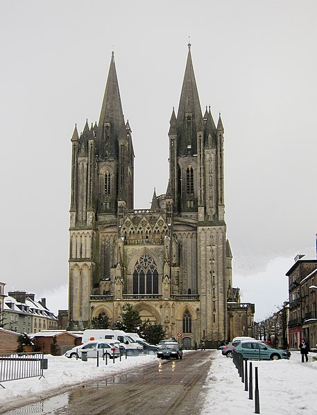 File:Coutances cathedrale.JPG