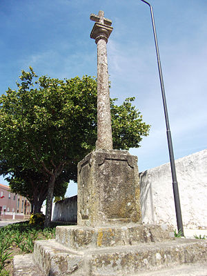 Siglas poveiras - According to Santos Graça, the Cruzeiro of the Cemetery of Póvoa de Varzim (a cross in a stone column) was the origin of the sigla poveira known as Padrão (standard).