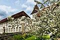 Das Deutschordensschloss in Bad Mergentheim blüht auf 2015.jpg