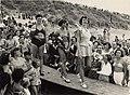 Deelneemsters tijdens de op zondag 30 juli 1950 gehouden verkiezing tot Miss Zandvoort. V.l.n.r. op de catwalk Thea Aalsvel, Mimi Kok en Tiny Cevat (winnares). Aangekocht in 1977 van fotogra, NL-HlmNHA 54010752.JPG