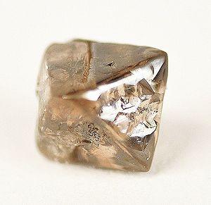 Cristallo di diamante a forma di ottaedro (Australia)