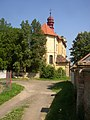 Dolanky nad Ohri CZ St Giles church from SE 063.jpg
