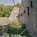 Doorzicht langs rechter compartiment van vervallen muurkas - Vogelenzang - 20406350 - RCE.jpg