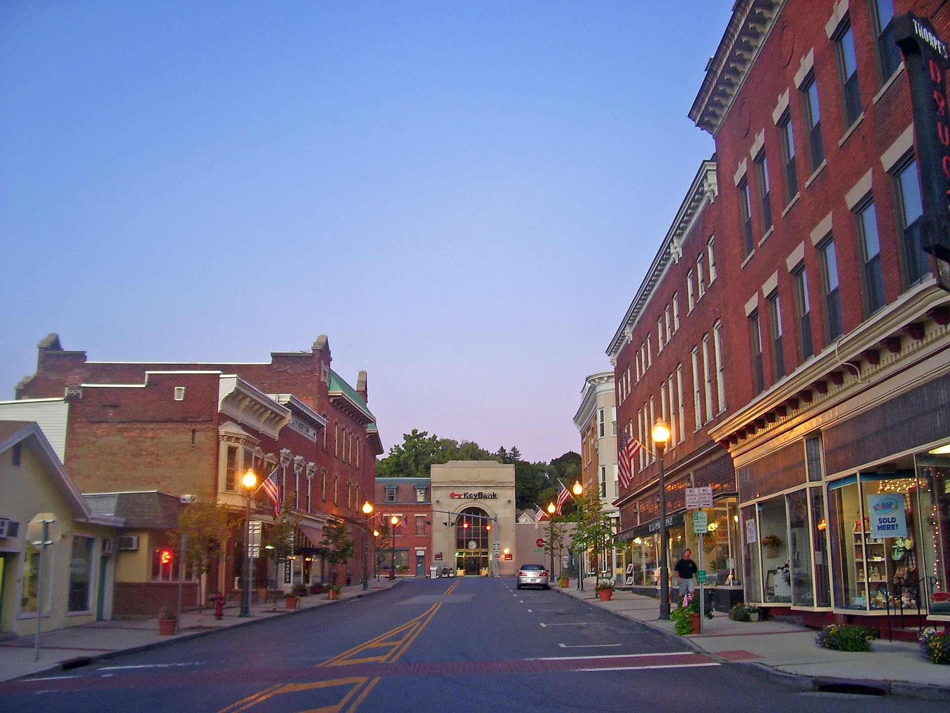 hoosick falls Estimated per capita income in 2016: $26,142 (it was $18,062 in 2000) hoosick  falls village income, earnings, and wages data estimated median house or.