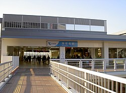 https://upload.wikimedia.org/wikipedia/commons/thumb/f/fb/Ebina_station_Odakyu_entrance_2010.jpg/250px-Ebina_station_Odakyu_entrance_2010.jpg