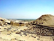 Egypte Deir el Medinah met tempel Hathor.JPG