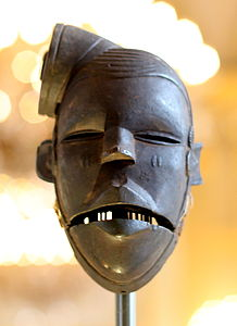 Elu mask - Ogoni - Nigeria - Royal Palace, Brussels.JPG