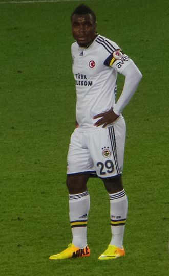 Emmanuel Emenike - Emenike playing for Fenerbahçe in 2013