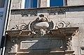 """Fürth Hornschuchpromenade 13 Dekoration und Spruch über dem Eingang """"Ohn Gottes Gunst all' Bau'n umsunst"""" 2011 09 10.jpg"""