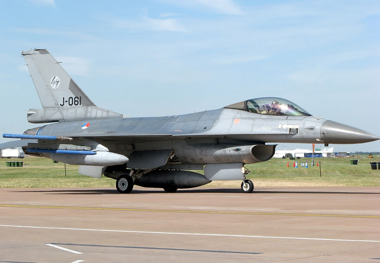 [Obrazek: 1280px-F-16am.falcon.j061.rnaf.jpg]