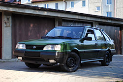 FSO Polonez Caro 1.5 GLE produced in 1994 - green (front).jpg