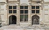 Facade of the Chambord Castle 01.jpg