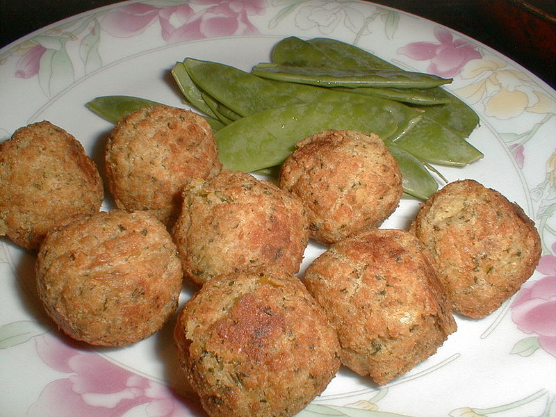 Gulab serve almôndegas vegetarianas com pratos sem glúten