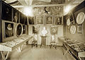 Familien Angell og Suhm - Fra utstillingslokalene ved Trondhjems 900-årsjubileum (1897) (2837599236).jpg