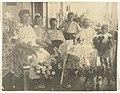 Familieportret van de familie Brouwers te Paramaribo, NG-2009-45-5.jpg