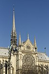 Flèche et rosace transept sud Notre-Dame de Paris.jpg