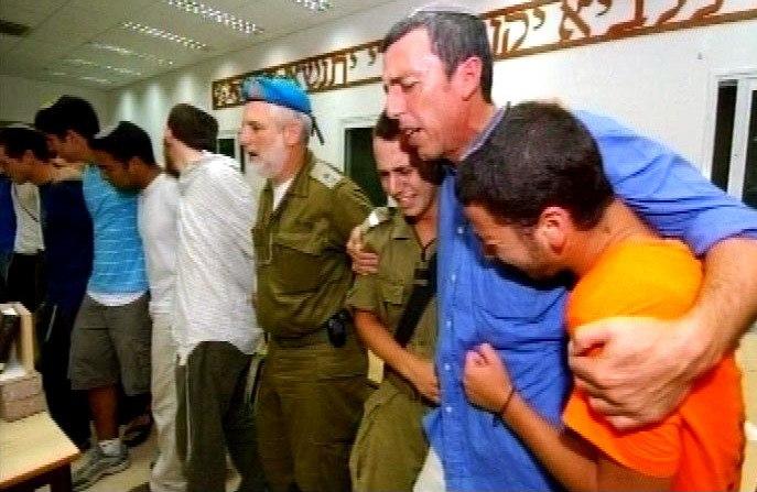 Flickr - Israel Defense Forces - The Evacuation of Atzmona (1)