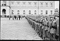 """Fo30141711140062 """"Reservebataljon Holmestrand paraderer for Quisling på Slottsplassen"""" 1942-06-14 (NTBs krigsarkiv, Riksarkivet).jpg"""