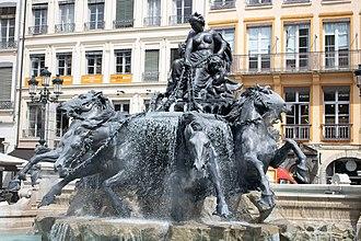 Fontaine Bartholdi - Image: Fontaine bartholdi restauree
