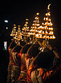 Ganga aarti with lamp vase at Dasaswamedh Ghat, Varanasi 05.jpg