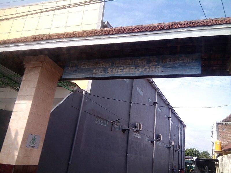 File:Gapura Perumahan Pegawai PG Kremboong (PTPN X), Krembung, Sidoarjo - panoramio.jpg