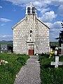 Gardun, Trilj, Hrvatska - crkvica na groblju.jpg