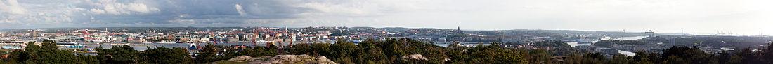 Panorama over det centrale Göteborg har fotograferet fra Keillers park.   Fra venstre til højre:   GotÄlvbroen, Skanskaskraberen, Barken Viking, Göteborgsoperaen med Göteborghjulet bagom, Skansen Kronan, Oscar Fredriks kirke, Masthugskirken, Älvsborgsbron og Eriksberg