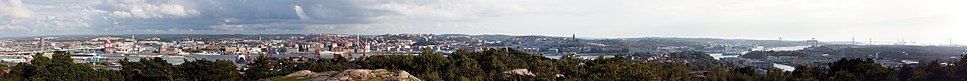 A panorama of central Gothenburg taken from Keillers park, facing south – from left to right: Göta älvbron, Lilla Bommen, Viking, The Göteborg Opera in front of Göteborgshjulet, Skansen Kronan, Oscar Fredrik Church, Masthugg Church, and Älvsborg Bridge