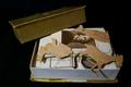 Gouden doosje met visitekaartjes en postkaarten (fonds Tolkowski) (2).png