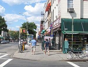 Graham Avenue (BMT Canarsie Line) - Manhattan-bound street stair