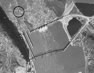Lock and Dam No. 11 - Image: Grant 11171940 11A 73 7x 9 crop Lock and Dam 11 with Eagle Point Bridge